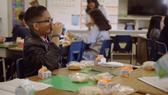 Hơn 23.000 lít sữa hỗ trợ người dân khó khăn tại Hoa Kỳ