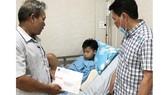 PV GAS thăm hỏi học sinh bị tai nạn trong vụ cây phượng bật gốc ở Trường THCS Bạch Đằng