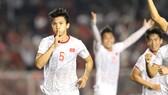 Đoàn Văn Hậu (5) được xem là thủ lĩnh mới của đội tuyển U22 Việt Nam. Ảnh: DŨNG PHƯƠNG