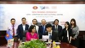 Lễ ký kết hợp tác về việc thành lập Trung tâm Văn hóa USSH - Jonathan KS Choi. Ảnh: hcmussh