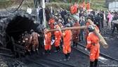 Lực lượng cứu hộ làm nhiệm vụ trong một vụ nổ mỏ than ở Trung Quốc. Ảnh minh họa: EPA