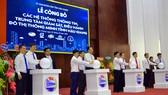 Lãnh đạo tỉnh Hậu Giang tại lễ công bố các hệ thống thông tin, trung tâm giám sát, điều hành đô thị thông minh