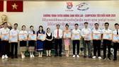 Thành đoàn TPHCM tuyên dương sinh viên Lào - Campuchia tiêu biểu năm 2020. Ảnh: TTXVN