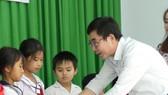 Báo SGGP tặng học bổng cho học sinh nghèo và hiếu học huyện Tân Biên
