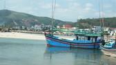 Khu vực gần cửa biển có bãi cát bồi lấp chắn ngang, gây khó khăn cho tàu thuyền ra vào cảng Sa Huỳnh. Ảnh: NGUYỄN TRANG