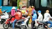 Gỏi khô bò ở công viên Lê Văn Tám trở thành bữa ăn xế hấp dẫn của nhiều người