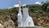 Tượng Nữ Thần Tự do phiên bản lỗi ở Sa Pa. Ảnh: VOV