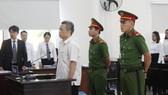 Bị cáo Nguyễn Hồng Khanh trong phần xét hỏi tại tòa sáng 12-12-2019. Ảnh: Báo Bình Dương