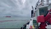 Tàu chở gần 10.000 tấn hàng chìm, 17 người được cứu