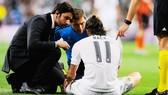 Tiến sĩ Jesus Olmo (bìa trái) đã rời Real Madrid.