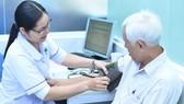 Người dân khám chữa bệnh tại Trạm Y tế phường 11, quận 3