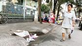 """Một trong hàng loạt hố ga trên đường Vĩnh Khánh (quận 4) bị người dân """"bức tử"""""""