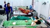 2 đứa con của ông A.Th bị thương nặng đang điều trị tại Bệnh viện Đa khoa tỉnh Kon Tum