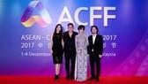Đạo diễn Hoàng Nhật Nam cùng vợ chồng diễn viên Minh Tiệp, diễn viên Dương Cẩm Lynh tại Liên hoan phim các nước Đông Nam Á và Trung Quốc