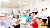 Học viên được đào tạo nghề ngay tại doanh nghiệp từ sự phối hợp giữa doanh nghiệp và trường nghề. Ảnh: VIỆT DŨNG