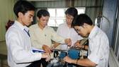 Sinh viên Trường ĐH Bách khoa TPHCM trong giờ học thực hành