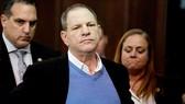 """""""Trùm Hollywood"""" Harvey Weinstein ra tòa ngày 25-5-2018. Ảnh: NEW YORK POST"""