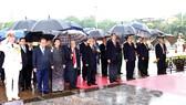 Các đồng chí lãnh đạo Đảng, Nhà nước vào Lăng viếng Chủ tịch Hồ Chí Minh. Ảnh: TTXVN