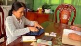 Người phụ nữ nhặt ve chai giao nộp hơn 84 triệu đồng của rơi cho công an