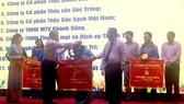 Các doanh nghiệp nhận cờ thi đua xuất sắc của UBND tỉnh Sóc Trăng