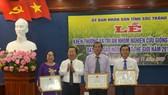 Khen thưởng nhóm nghiên cứu gạo ST25