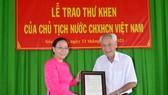 Chủ tịch nước Nguyễn Xuân Phúc gửi thư khen cụ ông 98 tuổi