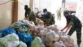 Quân khu 9 thu mua nông sản hỗ trợ bà con TPHCM