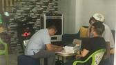 Lực lượng chức năng khám xét nhà riêng của bị can Trương Châu Hữu Danh tại Long An