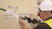 VIDEO: Hầm Hải Vân bị nứt hay bong tróc lớp sơn?