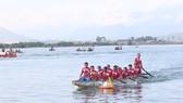 Đua thuyền trên sông Cu Đê