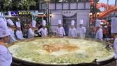 Xác lập kỷ lục bánh xèo lớn nhất Việt Nam