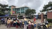 Người dân dựng lều trước Công ty CP Thép Dana - Ý để phản đối hai nhà máy này
