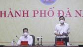 Ông Lê Trung Chinh, Chủ tịch UBND TP Đà Nẵng trong cuộc họp Ban chỉ đạo phòng chống dịch Covid-19