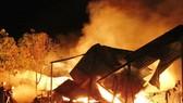 Cháy nhà lúc rạng sáng, 3 bố con tử vong