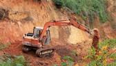 Tạm giữ 2 xe cơ giới san ủi đất rừng trái phép ở Đà Lạt