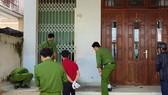 Bắt giữ 3 nghi can cài mìn trước cửa nhà dân