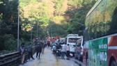 Sạt lở trên đèo Bảo Lộc, phương tiện ùn ứ kéo dài