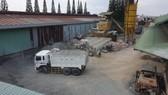 Xử phạt 70 triệu đồng, đình chỉ hoạt động 9 tháng cơ sở trộn bê tông giữa khu dân cư