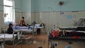 Hàng chục người dự 2 đám tiệc phải nhập viện nghi ngộ độc thực phẩm