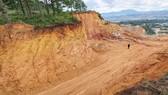 Đà Lạt: Buộc khôi phục khu vực núi bị xẻ đôi làm đường khai thác khoáng sản