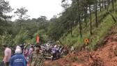 Đà Lạt: Mưa lớn khiến nhiều cây đổ, sạt lở đất gây ách tắc đèo Prenn