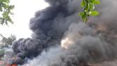 Cháy bãi phế liệu, 540 học sinh phải nghỉ học