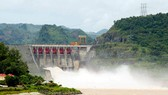 Thủy điện Hòa Bình cấp tốc xả lũ. Ảnh: VGP News