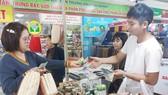 Các doanh nghiệp tăng thêm 20-25% hàng hóa cho người dân mua sắm tết