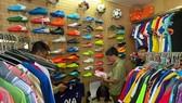 Thu giữ 1.547 quần áo, giày dép nghi giả nhãn hiệu Adidas, Manchester United