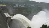 Miền Nam tiếp tục mưa to, 4 thủy điện ở miền Bắc cùng xả lũ