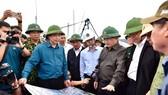 Phó Thủ tướng Trịnh Đình Dũng đang ở tâm bão để chỉ huy ứng phó