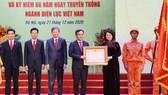 Điện lực Việt Nam đón nhận danh hiệu Anh hùng Lao động