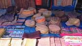 Khăn, váy, áo của người phụ nữ Mông Hoa được công nhận là Di sản văn hóa phi vật thể