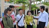 Thứ trưởng Bộ GD- ĐT Nguyễn Văn Phúc thị sát nhiều điểm thi tại TPHCM, Long An, Tiền Giang